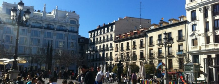 "Plaza de Santa Ana is one of Ruta por el Madrid de la novela: ""EL ESCALON 33""."