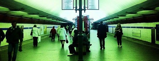 metro Pionerskaya is one of метро.