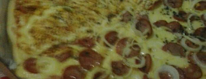 Pizzaria Pontes is one of Lugares.
