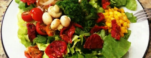 Senhora Salada is one of Saladas e afins.