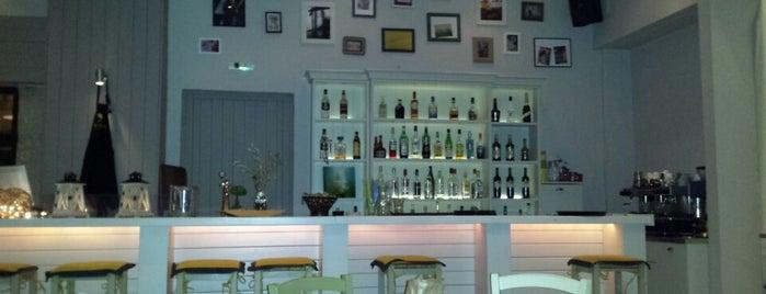 η πάπια is one of Sakis's Popular Places.