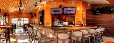 Hooters is one of Restaurantes con pantalla para ver el Mundial.