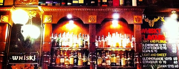 Whiski Bar & Restaurant is one of The 15 Best Places for a Whiskey in Edinburgh.