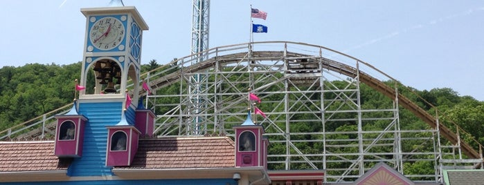 Lake Compounce is one of Best Haunts and Scares In United States-Halloween.