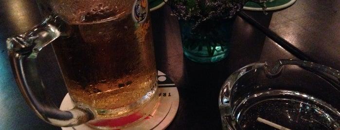 Vasco's Bar & Restaurant is one of quê hương.