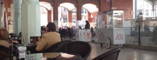 Coffee House is one of Cafeteo con encanto en Valencia.