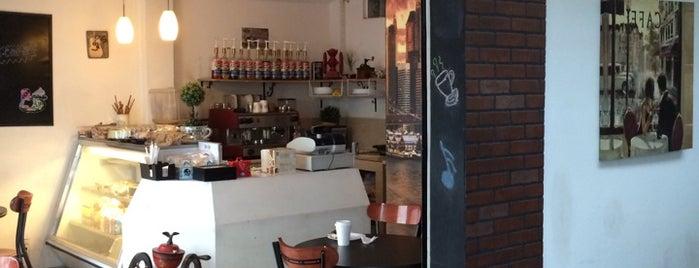 Coco Café is one of Baratos.