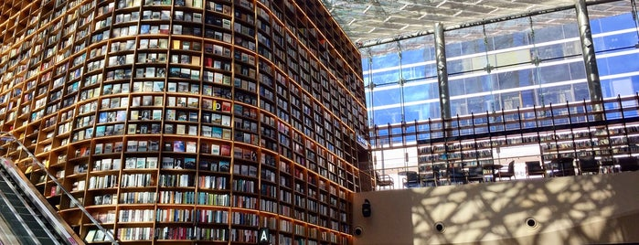 Starfield Library is one of Seoul: Walking Tourist Hitlist.