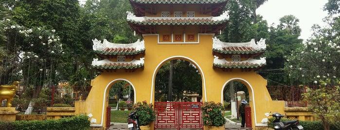 Lăng Ông Bà Chiểu is one of Chùa.