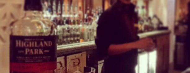 Bahri Bar is one of Надо посетить.