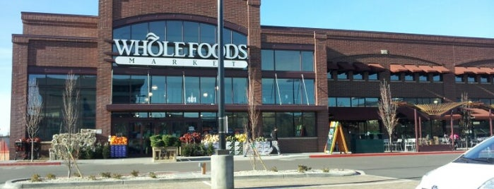 Whole Foods Market is one of ショッピング.