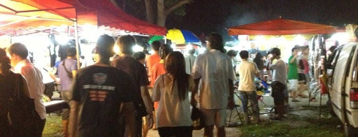 Farlim Wednesday Night Flea Market (Pasar Malam) is one of Favorite Food.