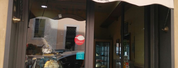 Pasticceria Cinque Lune is one of street food a Roma by streatit.com.