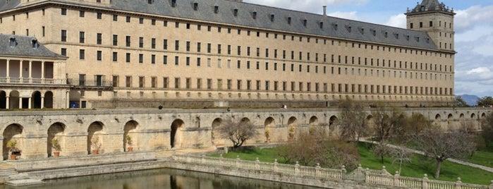 Monasterio de San Lorenzo de El Escorial is one of Perderse por Madrid.