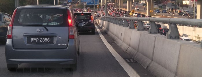 Bulatan Pahang (Roundabout) is one of Daily check point.