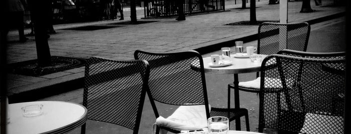 L'Acanthe is one of Paris Favorites.