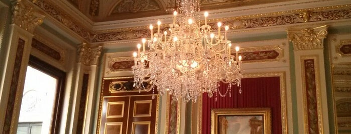 Drapers' Hall is one of 1000 Things To Do In London (pt 2).