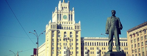 Triumfalnaya Square is one of Парки и скверы🌳.
