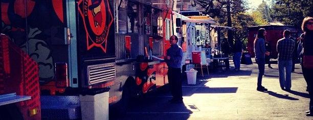 Moveable Feast: Palo Alto Square is one of Palo Alto.