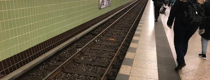 U Kurfürstendamm is one of Besuchte Berliner Bahnhöfe.