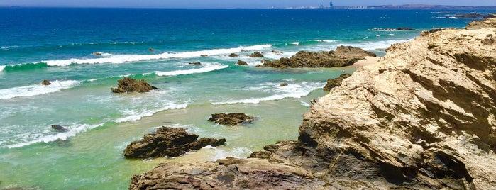 Praia de Algés is one of Passear a pé.