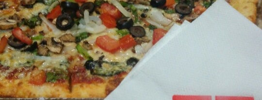 Domino's Pizza is one of Comida.