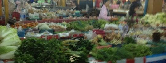 Sanpakoi Market is one of ?.