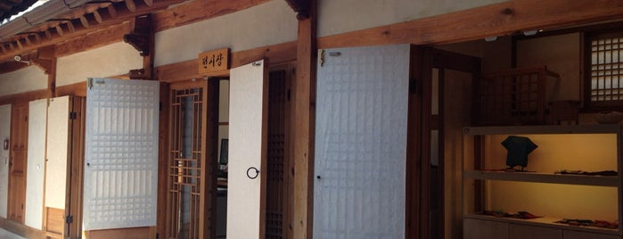 Bukchon Traditional Crafts Center is one of 韓国旅.