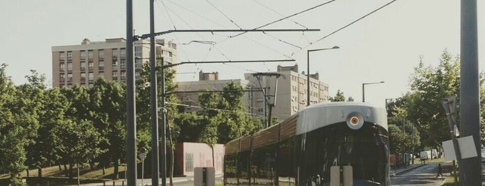 Station Les Caillols [T1] is one of Tramway de Marseille.