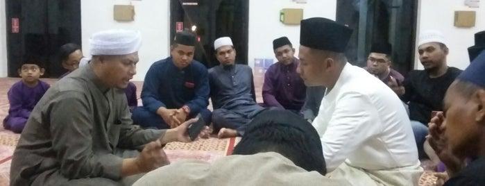 Masjid Bandar Pasir Mas is one of masjid.