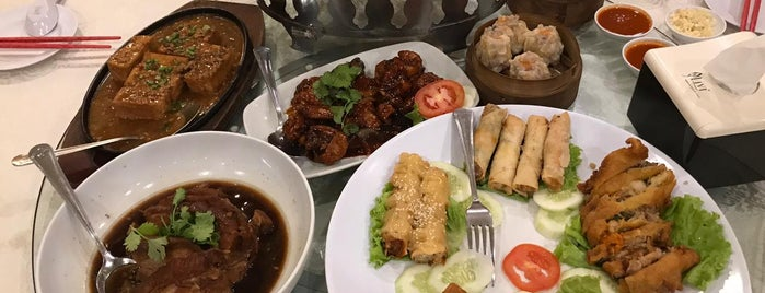 Delima Restaurant is one of Medan culinary spot.