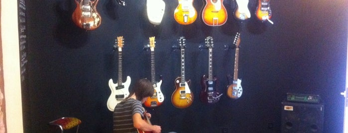 Headbanger rare guitars is one of Tiendas bonitas.
