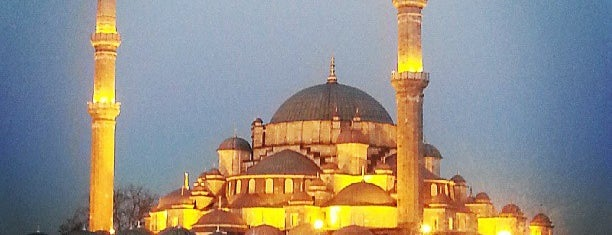 Fatih Mosque is one of istanbul turist stayla.