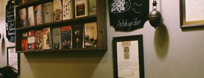 Akademi 1971 Kitabevi Kafe & Kütüphane is one of Kitap Café'ler.