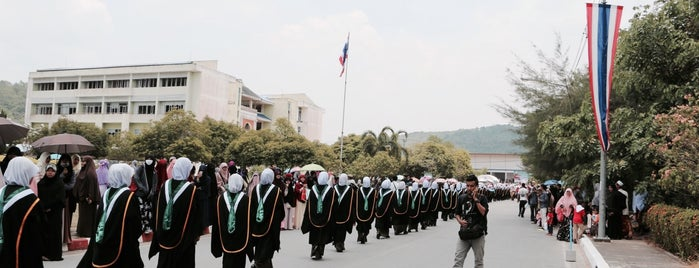 Fatoni University is one of มัสยิด, บาลาเซาะฮฺ, สถานที่ละหมาด.