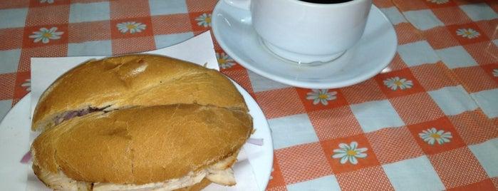 Pastelería y Panadería Huérfanos is one of Restaurantes.