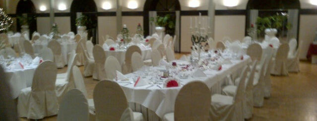 Salons Mantovani is one of Ename Abdijham.