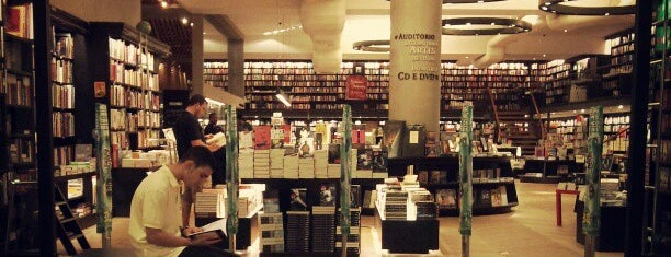Livraria da Travessa is one of Placês to kill backered.