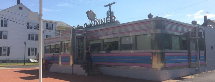 Salem Oak Diner is one of Diners I want to go.