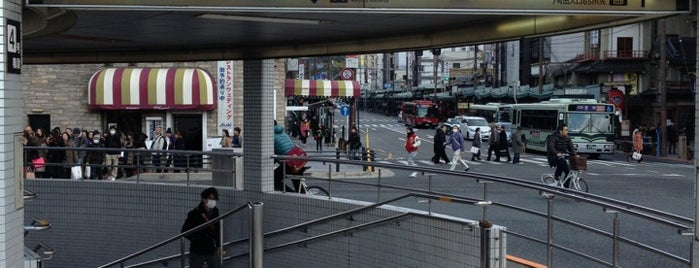Gion-shijo Station (KH39) is one of 京阪.