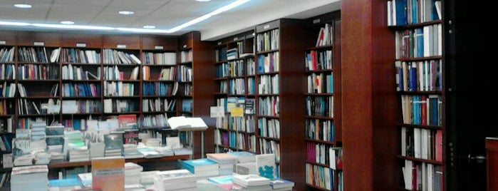 Politeia Bookstore is one of Афины.