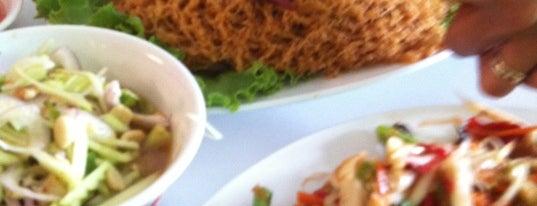 ส้มตำแม่ลำยอง นวลจันทร์ is one of Guide to the Best Restuarants in Bangkok.