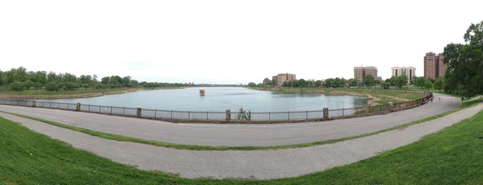 Druid Hill Park is one of нαиg συт/sиα¢кs.