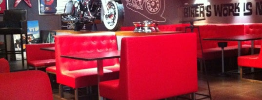 99% Moto Bar is one of Cenar en bcn.