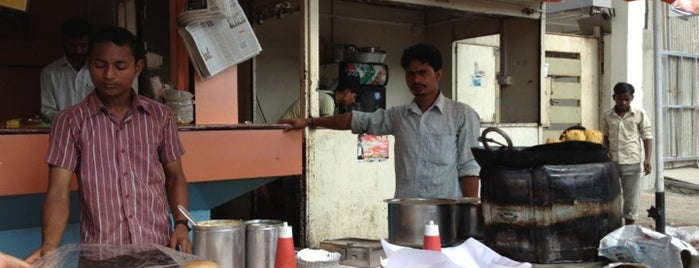 Dheeraj Vada Pav is one of Best Vada Pav in Mumbai.