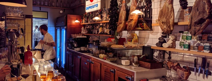 La Rosa Chica is one of 41 Bares imprescindibles de España.