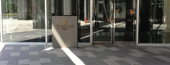 シャングリ・ラ ホテル 東京 リムジンバスのりば is one of 行きたい。.