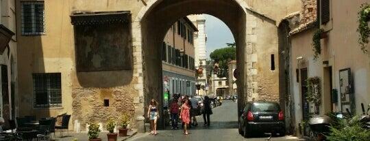 Porta Settimiana is one of 101 cose da fare a Roma almeno 1 volta nella vita.