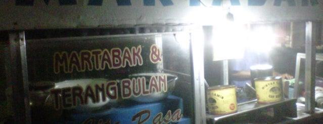 Martabak Jl.Stasiun Kediri is one of Kuliner di Kediri.