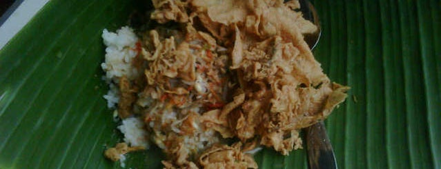 Pecel Pincuk Pesantren is one of Kuliner di Kediri.